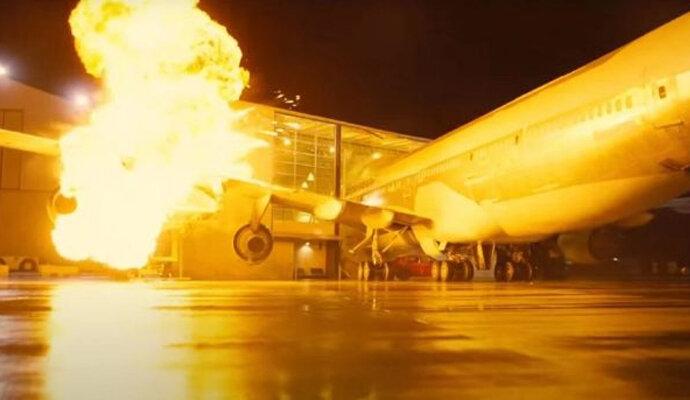 Adegan ledakan yang menggunakan pesawat 747 betulan!