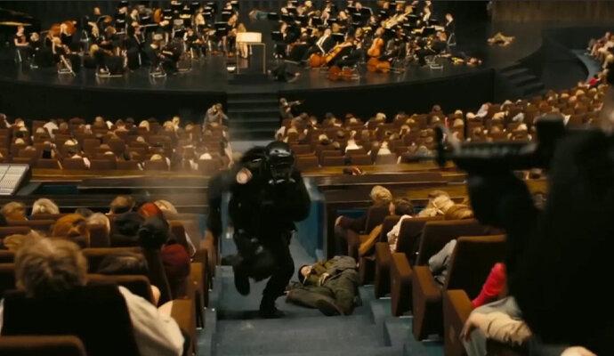 Protagonis diselamatkan di gedung opera