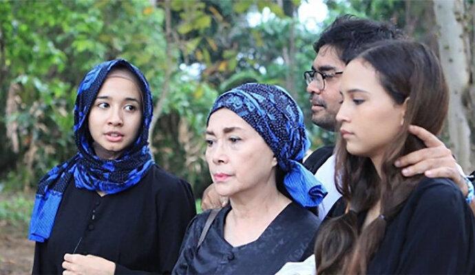 Adu akting Laudya Cynthia Bella dan Widyawati dalam Ambu