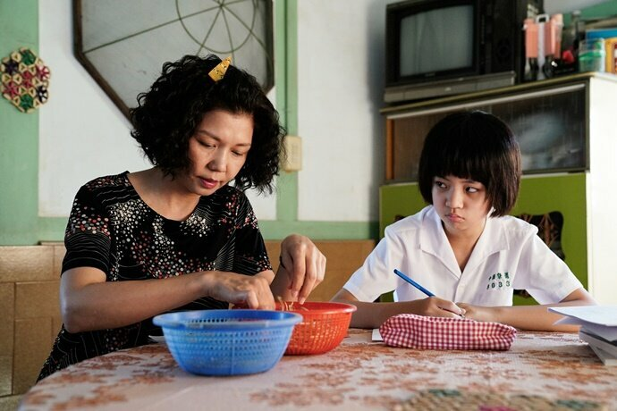 Sara Wu (kiri) sukses raih Aktris Pendukung Terbaik di Golden Bell