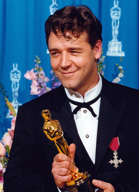 Russell Crowe saat menang Oscar 2001
